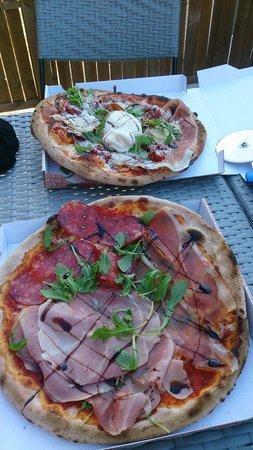 Loussa pizza: La ciro la plus garnie de toute les pizza en haut de la photo et en bas la Loussa