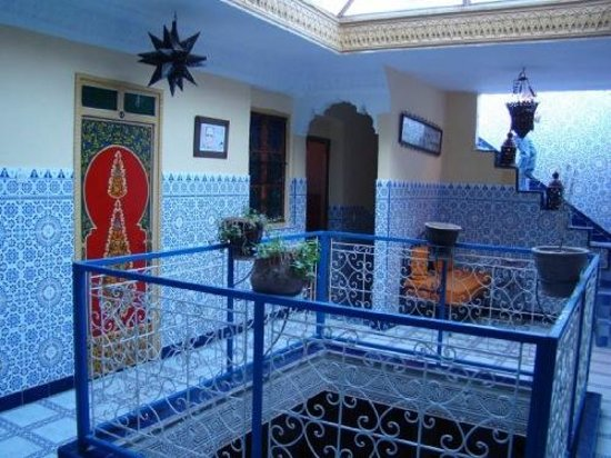 Hotel Sindi Sud: Hol wewnętrzny rano