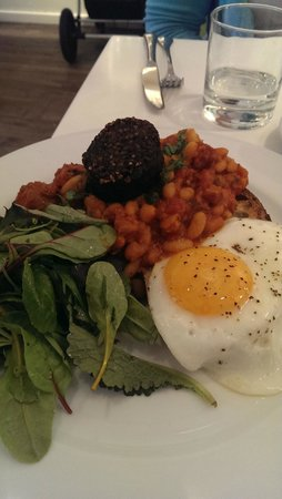 Ottolenghi - Islington: Cannellini bean stew with bacon and chorizo