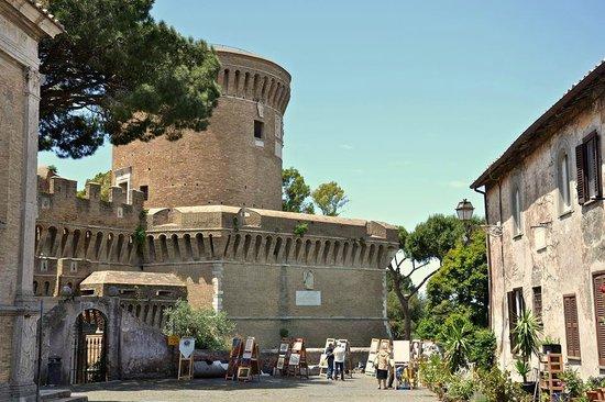 Castello di GIULIO II - Ostia Antica a 5 min. dal B&B ...
