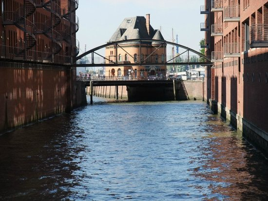 Messmer Momentum: Canals at the old quarters