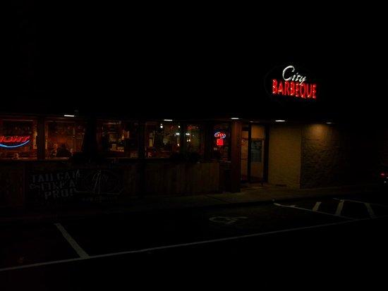 City Barbeque Reynoldsburg: CITY BARBECUE REYNOLDSUBRG - Exterior at Night