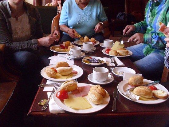 Maldron Hotel Newlands Cross: Frühstück in der Lounge