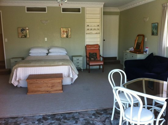 Somersal Bed & Breakfast / Wedding Venue: Master Queen Room