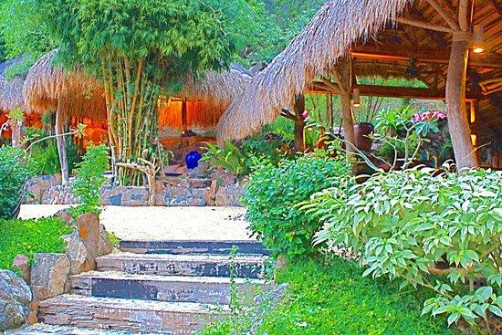 Vivere Azure: private cabanas
