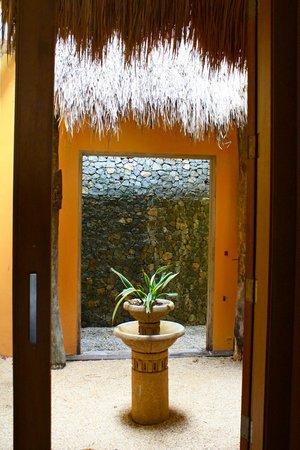 Vivere Azure: entrance to Azure suite
