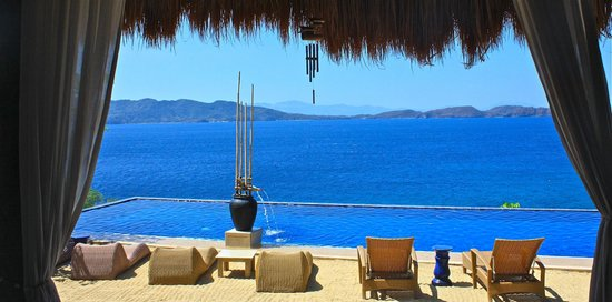 Vivere Azure: cabana view facing the pool