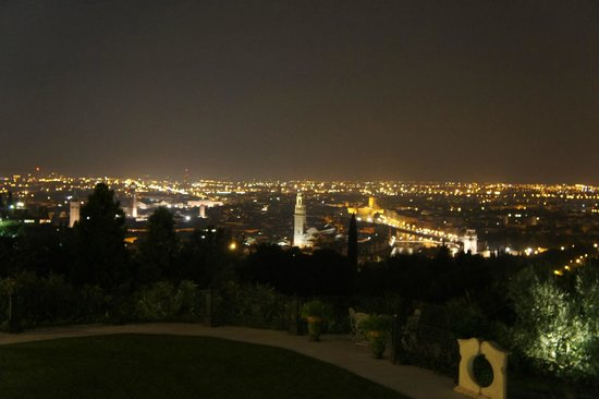 Relais Fra Lorenzo: night time view of Verona from our window