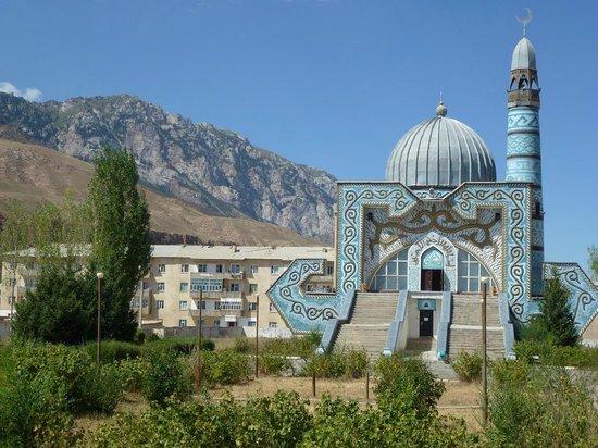 Naryn, สาธารณรัฐคีร์กีซ: Kontrastprogramm: Hübsch in schäbbigem Umfeld