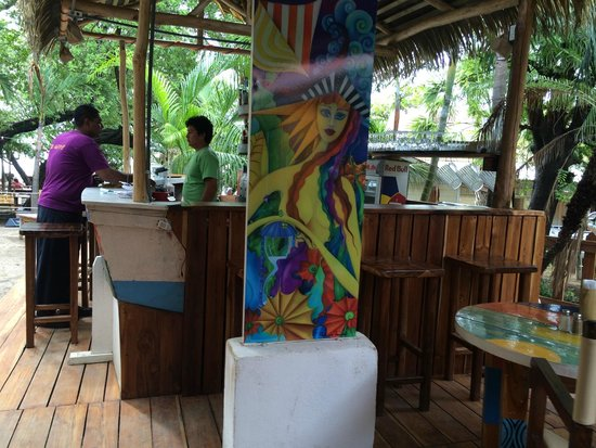 Le Beach Club: Robert/Hunter ordering drinks from Michael, probably for us =)