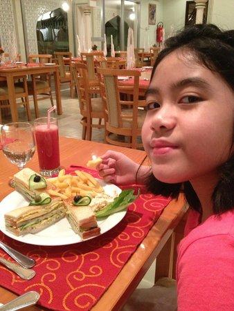 Falaj Daris Hotel: Kid's meal