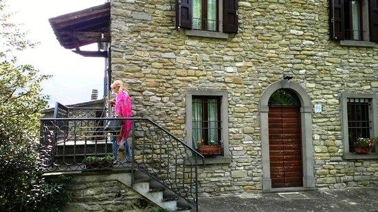 Agriturismo Pedrosola: Scala esterna accesso camere