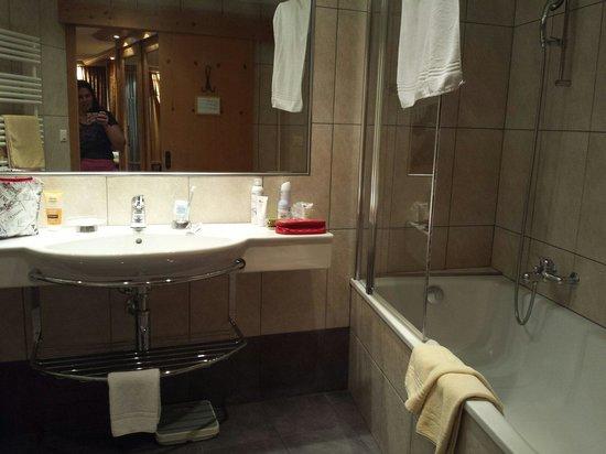Hotel Dufour Alpin Zermatt: Banheiro