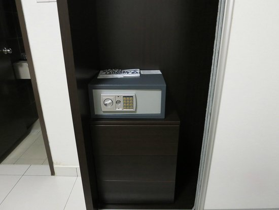 Bayu Marina Resort: Safty Box in room