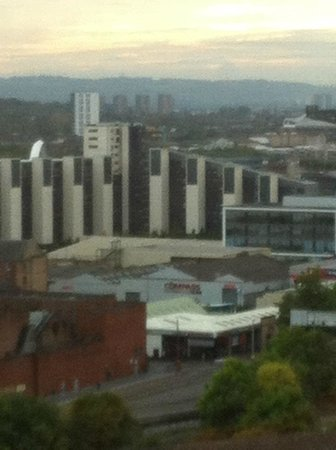 Hilton Glasgow: Over there is the River Clyde and the Titan crane