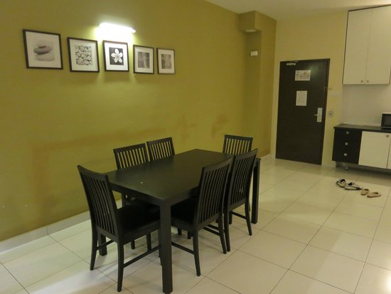 Bayu Marina Resort: Dining table in room