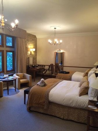 South Lodge Hotel: the bedroom was well equipped and beautifully maintained