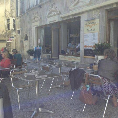 Le Vieux Sonneur: Terrasse ombragée à l'heure du déjeuner