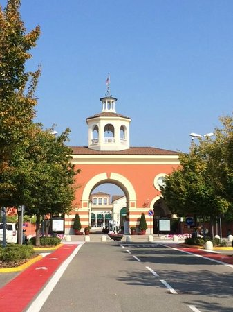 Serravalle outlet picture of serravalle designer outlet for Designer outlet milan