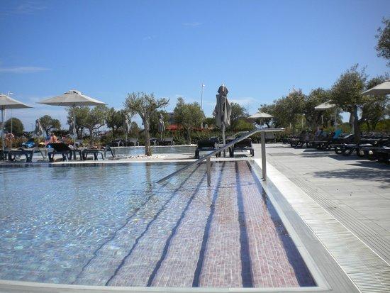 La piscine picture of vila gale lagos lagos tripadvisor for La piscine review
