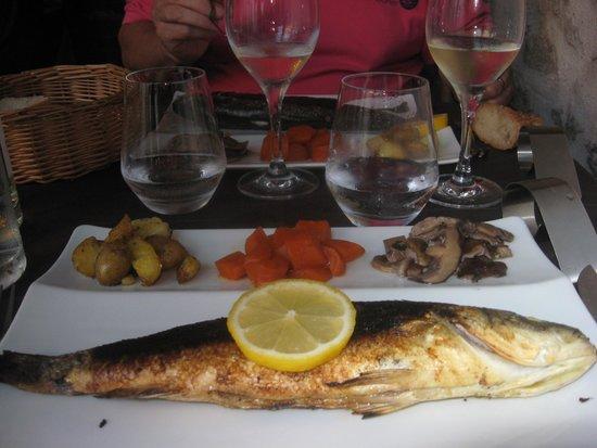 Le P'tit Noirmout: bar grillé et ses petits légumes