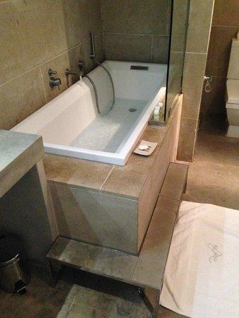 Riad Fes - Relais & Chateaux : Room Ambre bath