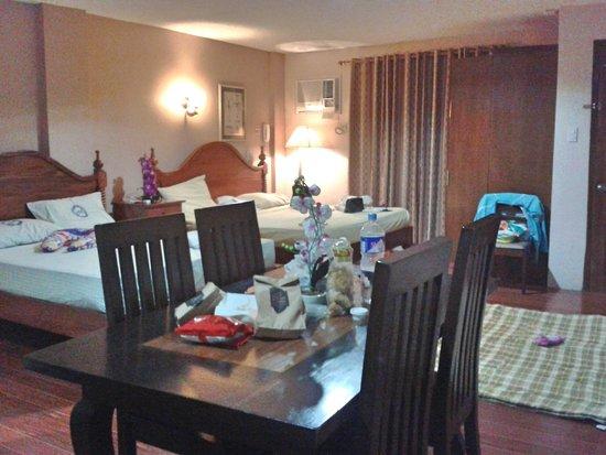 Elegant Star Apartelle: Family Executive room from the kitchenette