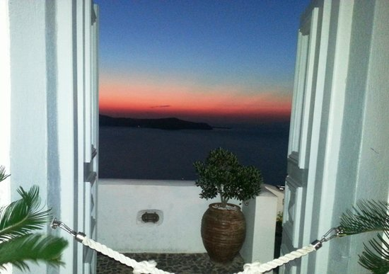 Koukoumavlos Fine Dining Restaurant: Santorini _ stunning sunsets and views