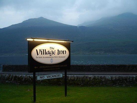 The Village Inn: Great Location by Loch Long