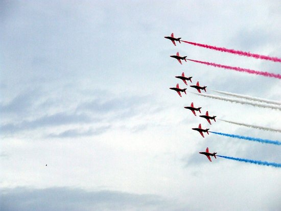 Yellow Catamarans : red arrows - fly past1