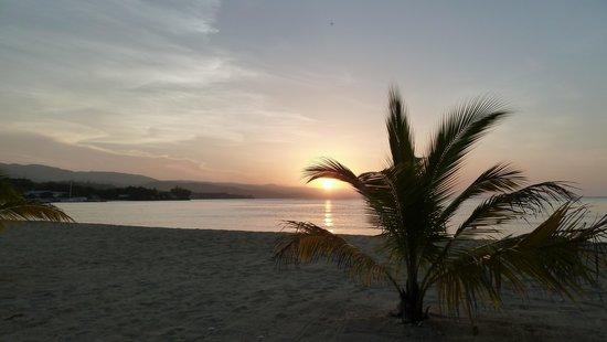 S Sans Souci Au Natural Beach At Sun Set