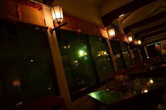 Fujiya Hotel: 夜のオーキッドラウンジ。ケーキセットの珈琲はお代わりできます。