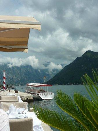 Conte Hotel Restaurant: vue bouche Kotor