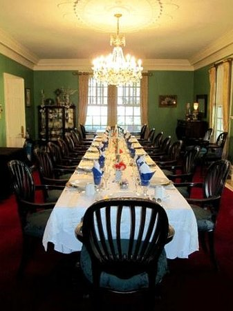 The Inn at Grays Landing: Table set for the bridal party