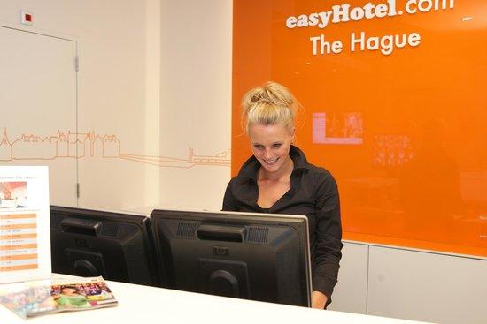 easyHotel Den Haag City Centre: Reception