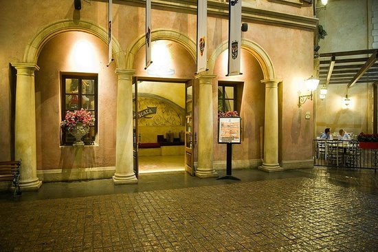 la scala montecasino: Small from the outside - warm on the inside!!