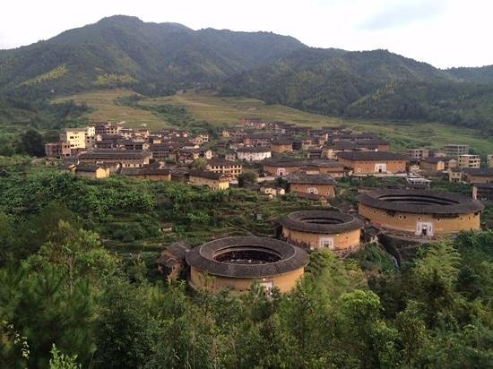 Yuqinglou Hostel: most left Tulou is the hotel