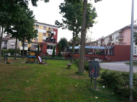 Hotel La Perla: parque