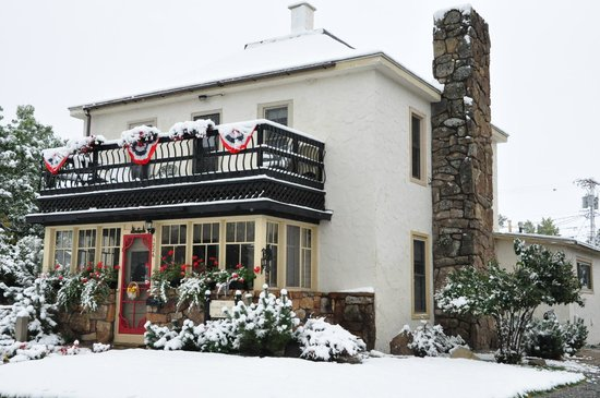 Salsbury Avenue Inn : Salsbury Ave inn September 2014 whit ... snow !