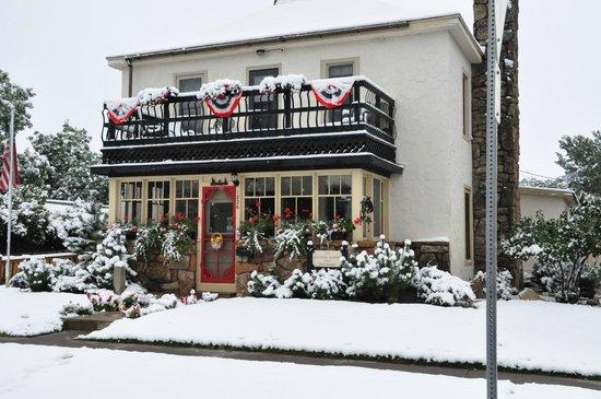 Salsbury Avenue Inn: Salsbury Ave inn September 2014 whit ... snow !