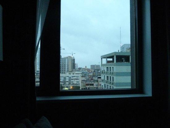 Hotel Tropico: Amanhecer em Luanda (vista do quarto)