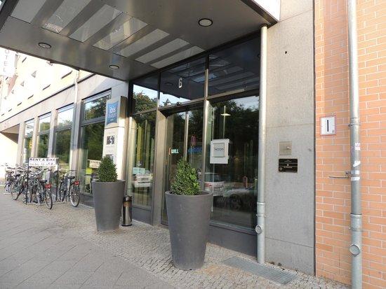 ibis budget Berlin City Potsdamer Platz: Entrada al gotel