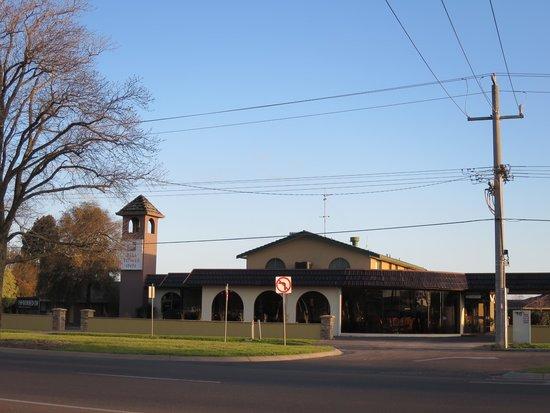 Bell Tower Inn : 外観