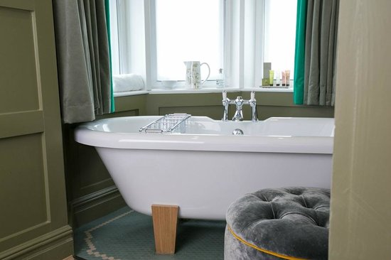 The Orange Tree Hotel Feature Freestanding Roll Top Bathtub
