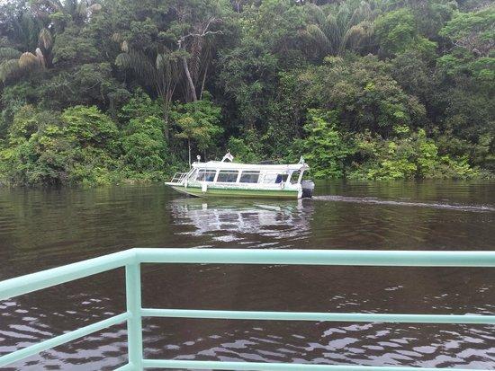 Amazon Jungle Palace : Barco que levou para o hotel quando éramos apenas 2 pessoas