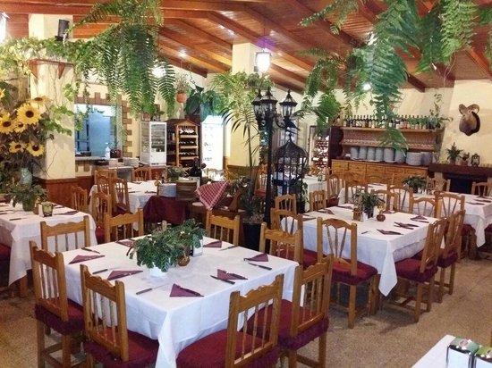 El Chamo: Dining Room. Great atmosphere.