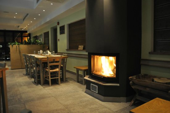 Vangelis Tavern: Cosy atmosphere by the fireplace