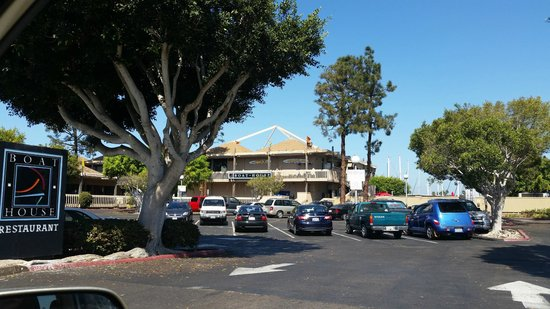 Boathouse Restaurant: View from the street