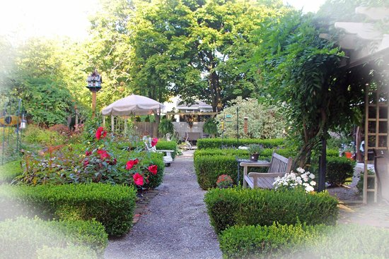 Schoolmaster's House Bed and Breakfast: Garden