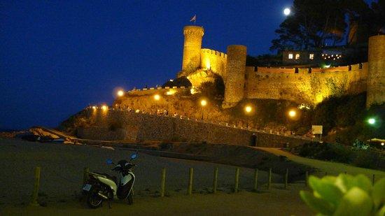 Hotel Diana: Tossa de Mar castle at night